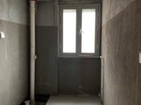興安華庭毛坯大三室帶車位 中間樓層 視野開闊可看
